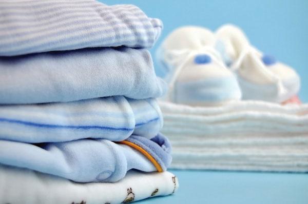 Πώς να πλένω τα ρούχα του μωρού  - FamilyLife.gr b0c72488427