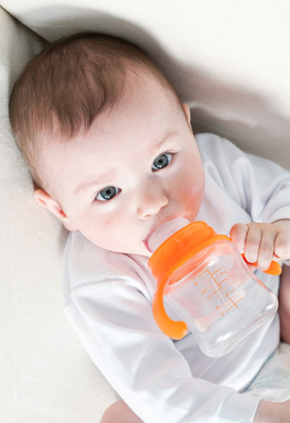 Πότε μπορεί το μωρό μου να πιει νερό;