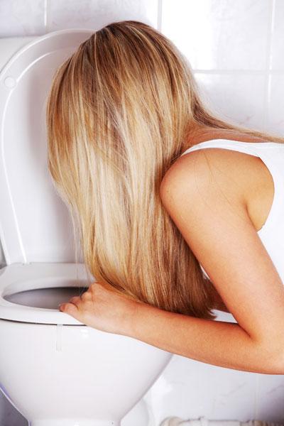woman vomitin